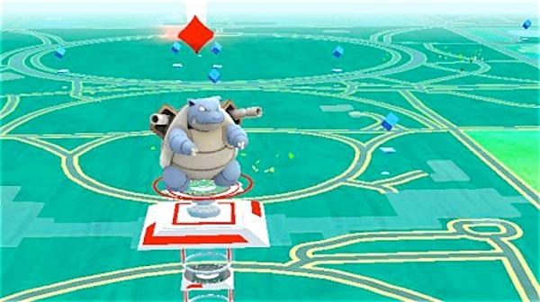 O reforço da identidade comum também ocorre quando o jogador visita ginásios conquistados por jogadores do mesmo time ou de times inimigos.