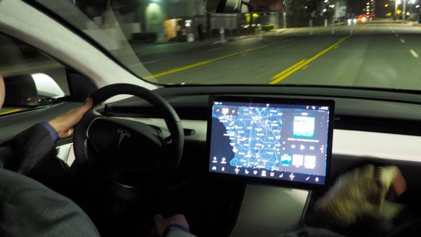 A indústria automobilística em disrupção pela tecnologia