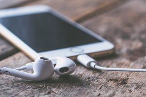 ouvir música no trabalho