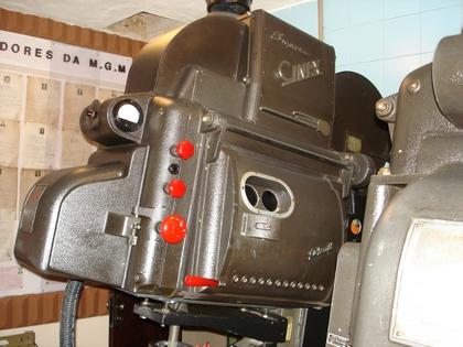 A lanterna Ashcraft, modelo Super Cinex, original do Metro-Tijuca, e instalada na réplica de Conservatória.